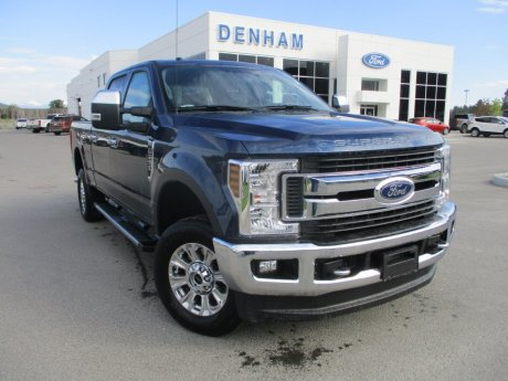 2018 Ford Super Duty F-250 XLT Crewcab 4x4 w/ Premium Package - Gas!